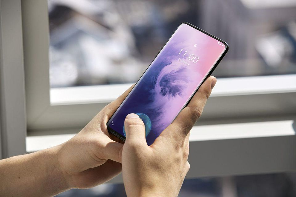 Can canh OnePlus 7 Pro Chiec smartphone sinh ra de danh bai cac ong lon (4).