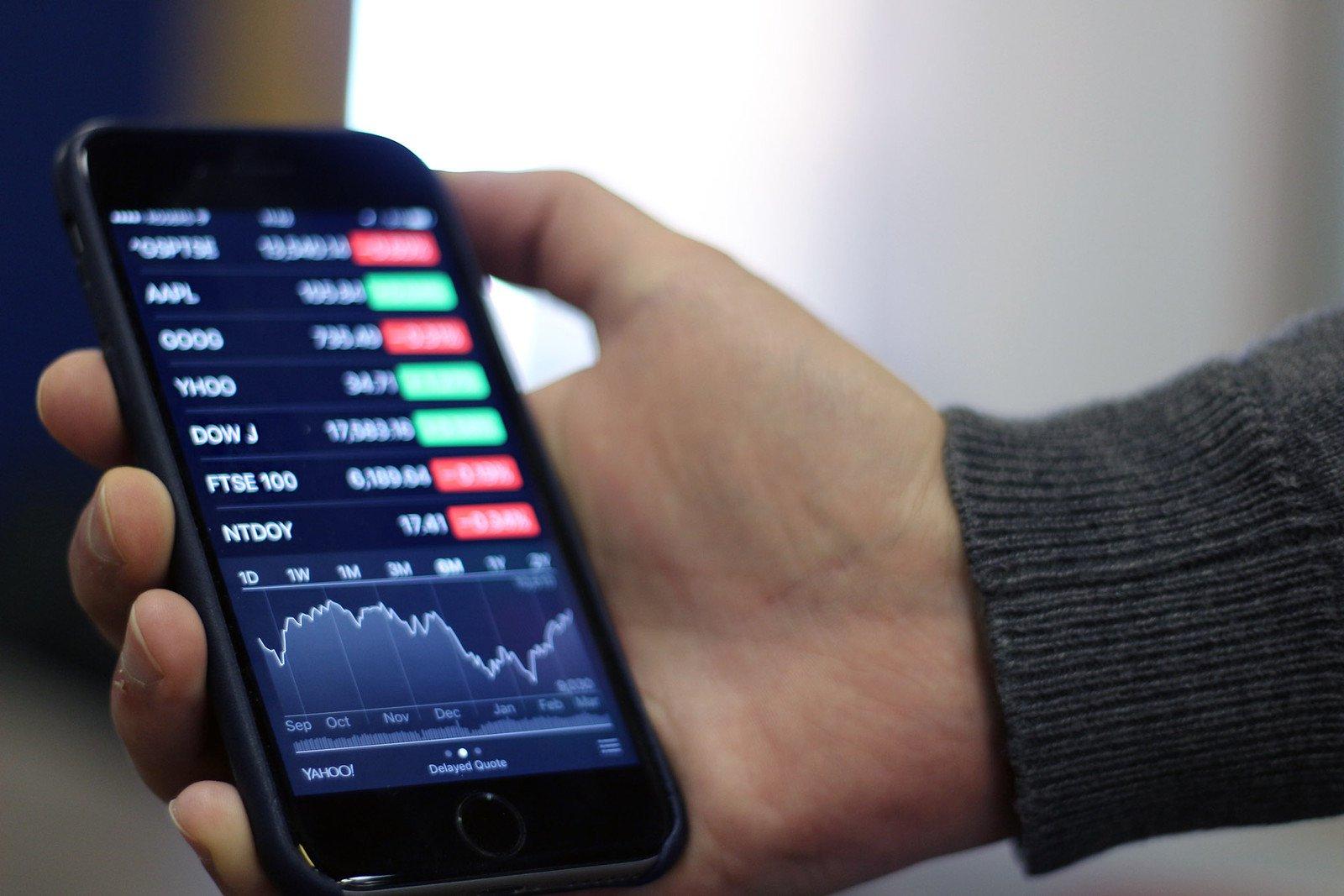 image-1565049944-Stocks-Hero-iPhone-iPad.